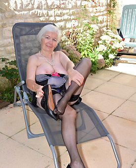 sexy,outdoor,granny