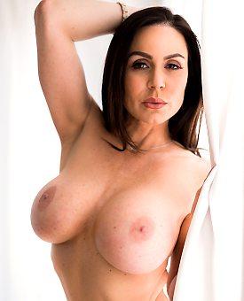 busty,sexy,milf