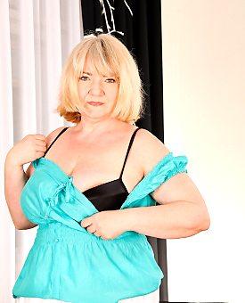 bbw,blonde,lingerie