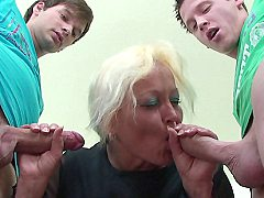 The Hottest Guys Blowing Their Mature Teacher And Then They Cum On Her H