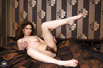 Extremely hairy housewife girls with her pussy