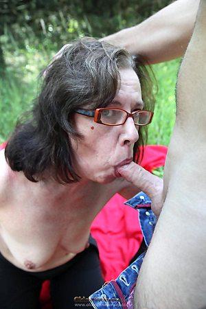 mom,sexy,outdoor