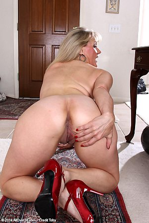 mom,blonde,ass