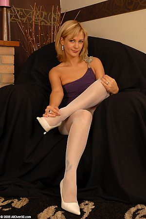 blonde,spreading