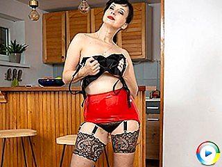 Kinky Wanilianna inserts a big tits long bra fat cock deep dickin into h