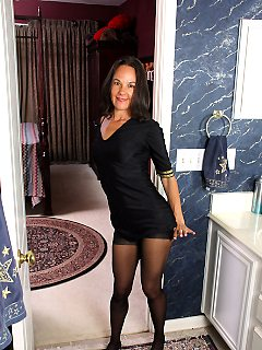 Mature pictures featuring 43 year old mindy johansen from allover30