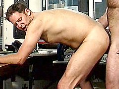 Cock greedy bodybuilder Smokey Joe working a cock by strokin...