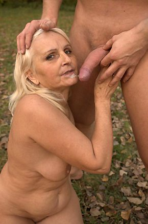 outdoor,granny