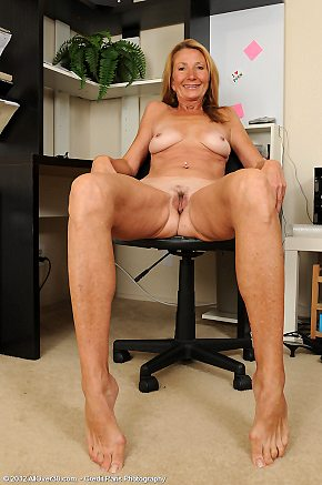spreading,office,secretary