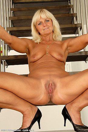 milf,blonde