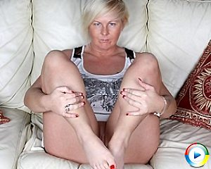 housewife,blonde