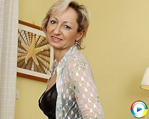 mature,sexy,housewife