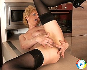 mature,housewife,blonde