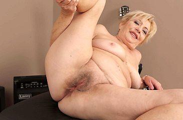 granny,amateur,sexy