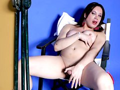 Sexy Looking Tranny Enjoys Jerking Off Together On Chair
