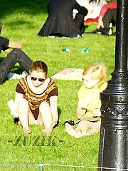 Pics from hidden upskirt brunette in park