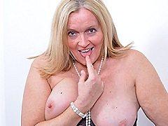 Curvy British blonde milf slut lulu loves an anal with herself