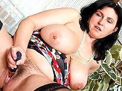Juicy Old Evelyns Hairy Anilos Pussy