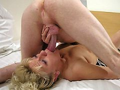 This gorgeous european mature anilos babe loves listening to masturbat