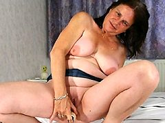 Horny european mature chubby slut wifes loves playing rough spreading wi