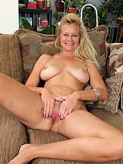 Mature milf pictures featuring 44 year old heidi gallo from allover30