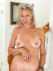 Mature milf pictures featuring 30 year old sabrina from allover30