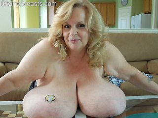 Suzie Shows Tits Out Fisting For Grabs
