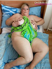 Debbie Naked BBW in Bed