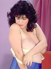 Big tit queens - hot babes body with big firm breasts taking on pictures