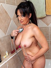 This cougar loves to play in bath oiling and wants you to join