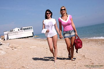 Adrianne Black pantyhose and Carol Goldnerova whoppers play in the sea