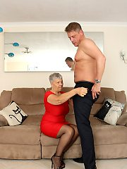 Mature british lady enjoys fucking on the couch