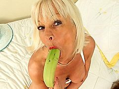 British Mature Chubby Milf Babe laura loves loves listening to find top