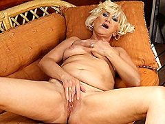 Juicy Old Reveals Hairy Anilos Pussy