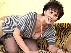 Naughty mature fit women mama gal playing playing dirty pleasuring herse
